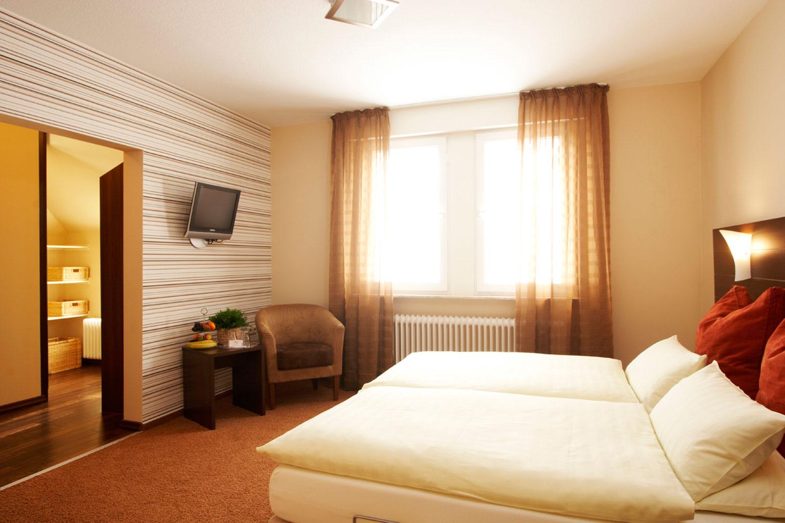 Komfortable zimmer hotel am rheinsteig for Zimmer hotel